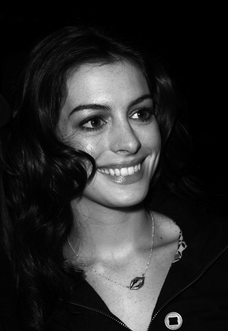 Black and white picture of Anne Hathaway